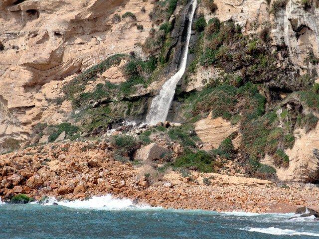Cataratas en el parque natural de la Sierra Helada cerca de Benidorm