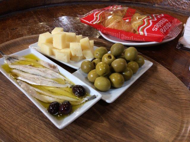 Aperitivo en el Catalan Countryside Day Trip con Devour Barcelona
