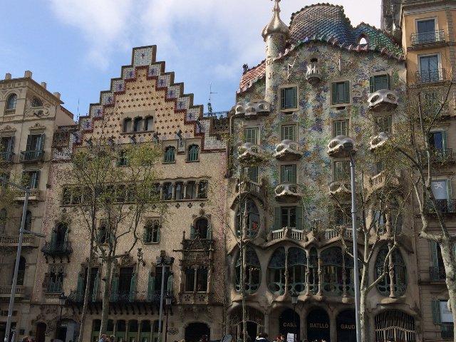 Cerca de nuestro Ok Apartamentos Barcelona estaba la Casa Batlló de Gaudí
