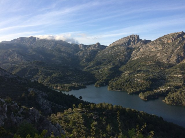 Embalse de Guadalest cerca de Cases Noves