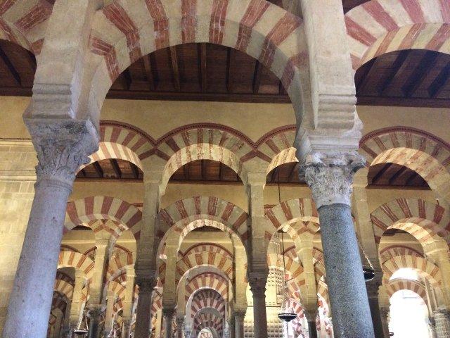 La Mezquita es algo imprescindible qué ver en Córdoba