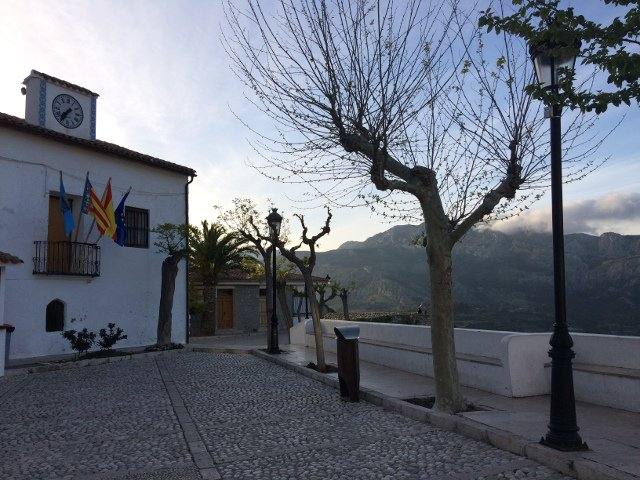 Plaza in Guadalest near Cases Noves