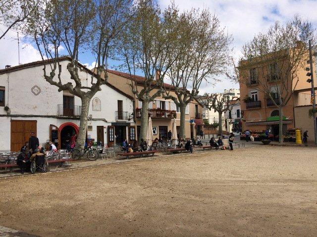 Pueblo de Alella en el Catalan Countryside Day Trip con Devour Barcelona