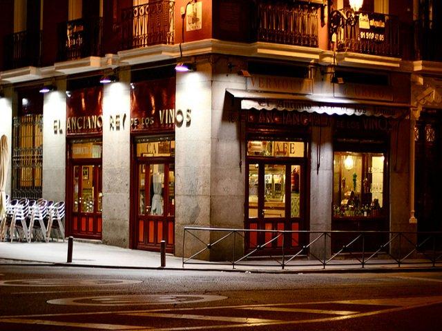 El Anciano Rey de los Vinos, un lugar para quedar con los amigos en Madrid para el aperitivo