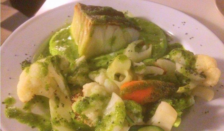 Bacalo con verduras en Astrid Tapería Málaga