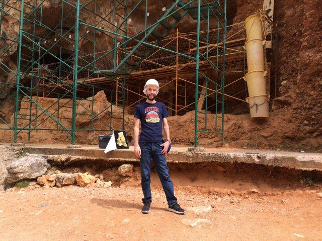 Pedro en el Yacimiento de Atapuerca