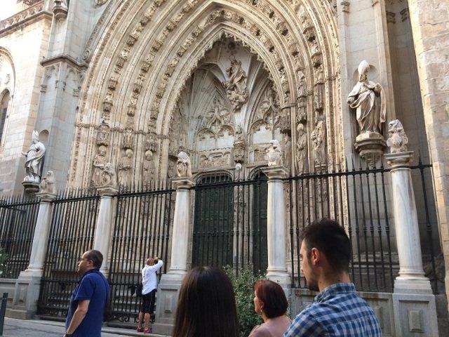 Puerta lateral de la Catedral de Toledo donde ocurre una de las leyendas