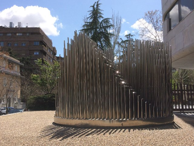 Escultura exterior en la Fundación Juan March en Madrid