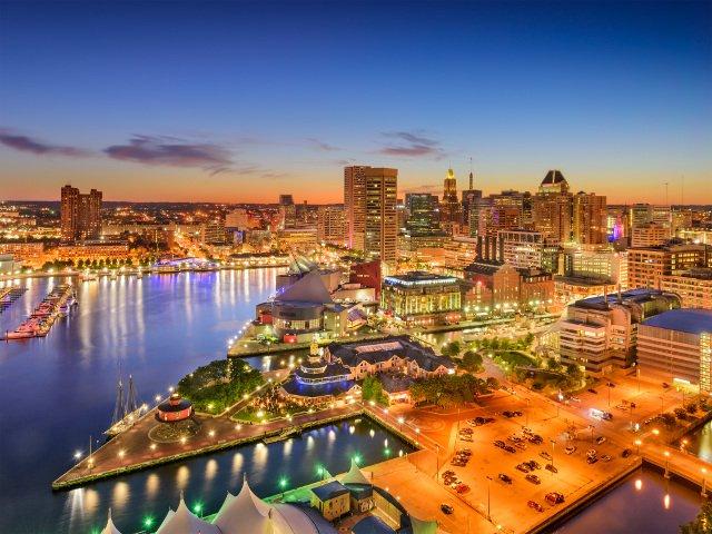 Baltimore de noche es una ciudad preciosa