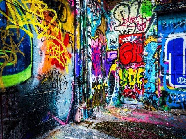 Paseando por el callejón de los grafitis en Baltimore