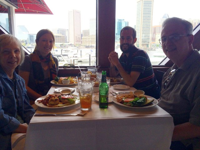 Comiendo en Rusty Scupper en Baltimore