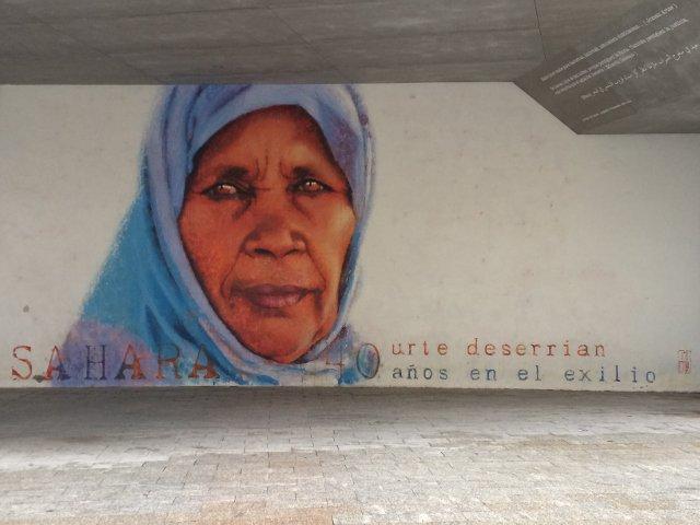 Arte callejero junto a la Tabakalera en San Sebastián