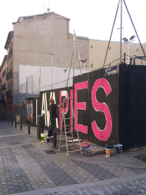Pintando un mural en Lavapiés durante los Artistas del Barrio 2018