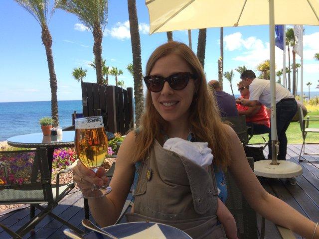 Abby y Paula comiendo en el Spiler del Kempinski Hotel Bahía Estepona