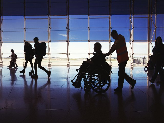 Personas con movilidad reducida pueden ser una razón para ir con coche al aeropuerto