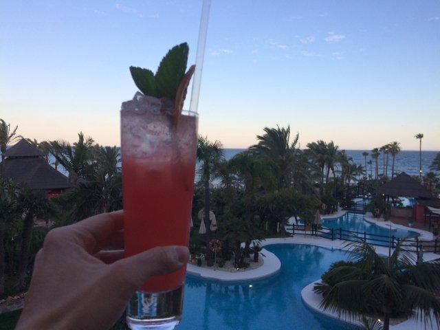 Cóctel en el Black Rose Bar del Kempinski Hotel Bahía Estepona