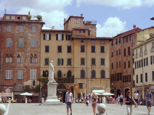 Lucca en la Toscana
