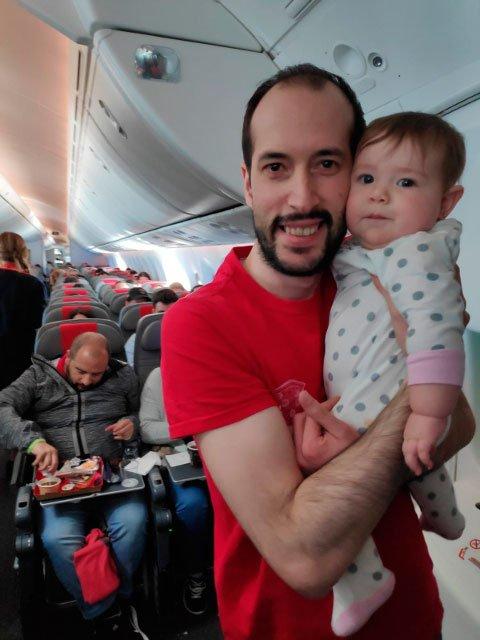Pedro con Paula en el avion de Norwegian