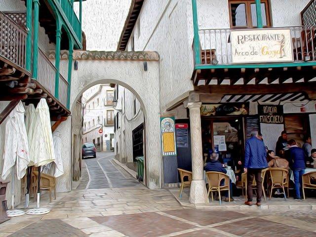 Calles de Chinchón con arco