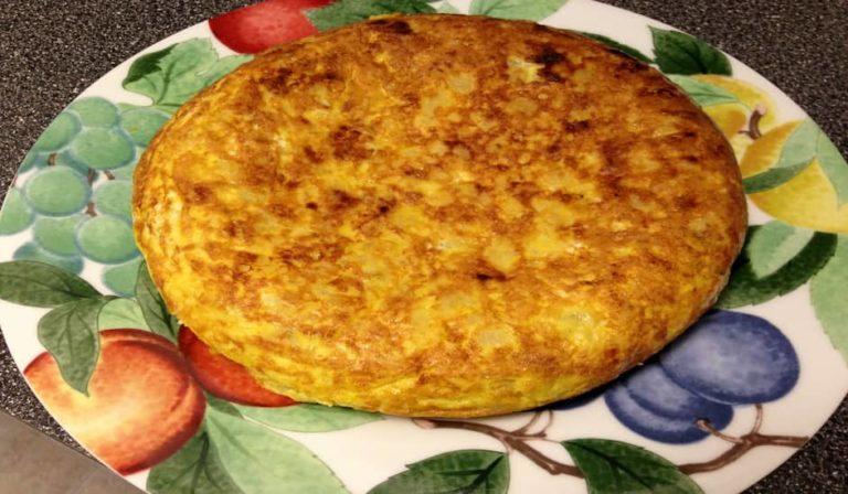 Una de las comidas de Andalucía es la tortilla de patatas