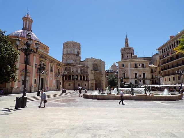 Plaza de la Virgen y Tribunal de Cuentas