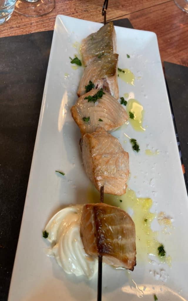 Brocheta de salmón en Conrado Brasas
