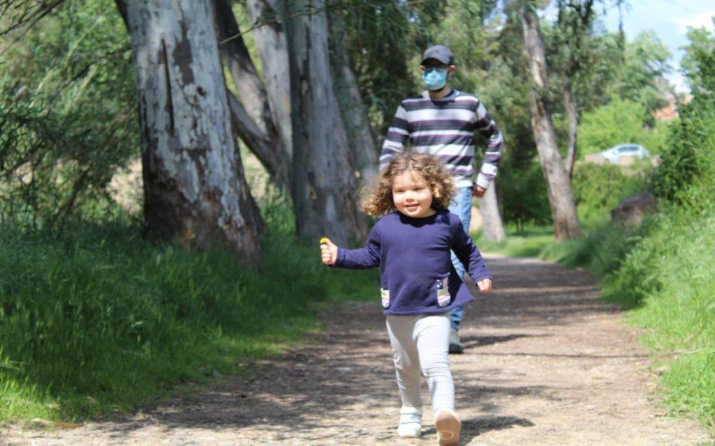 Paula disfrutando de la Ruta del Agua en Chelva