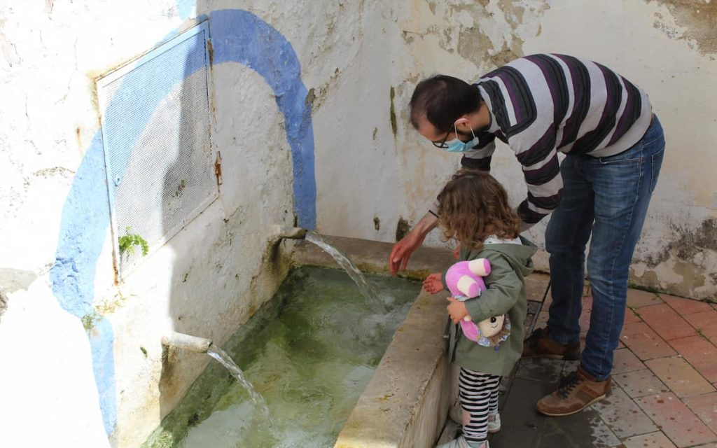 Pedro y Paula en los lavaderos de Chelva